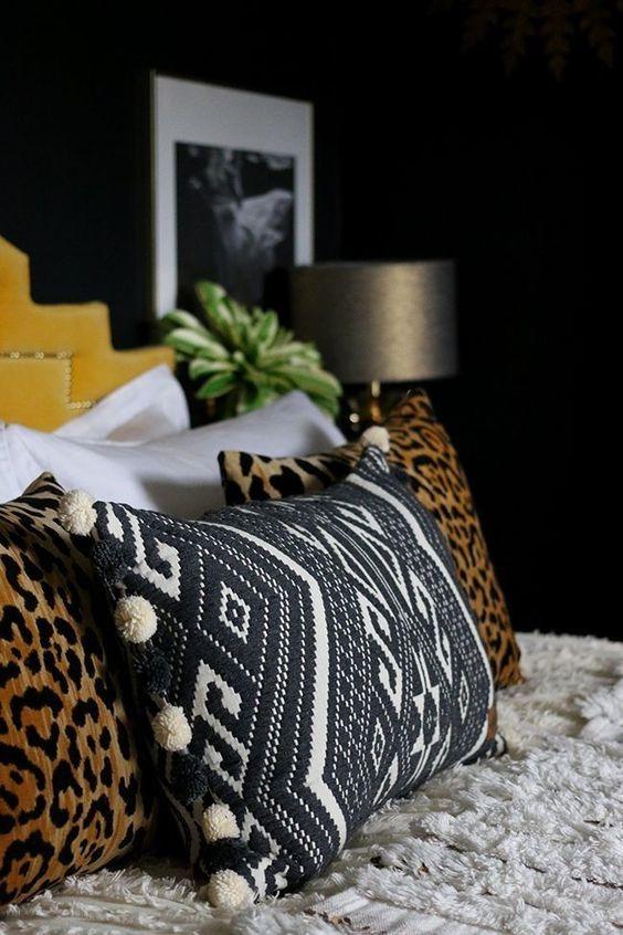 Almofadas com estampas africanas preto e branco e animal print