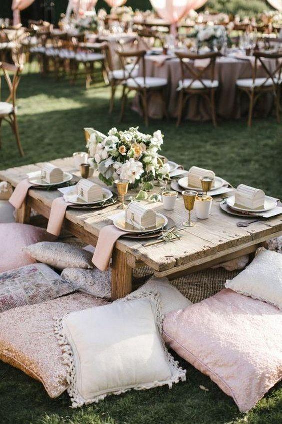 Festa boho chic decorada com almofadas