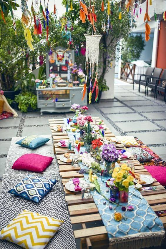 Mesa de jantar ao ar livre para festa decoração árabe