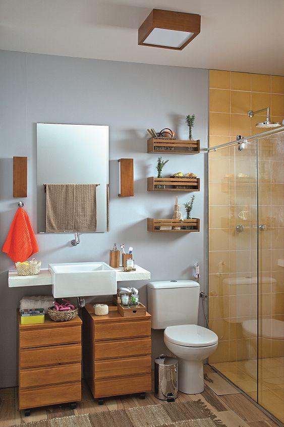 Gabinete para banheiro com rodinhas feito de madeira