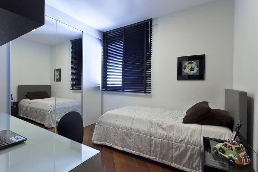 ideia de decoração para quarto de adolescente masculino simples Foto Renata Basques