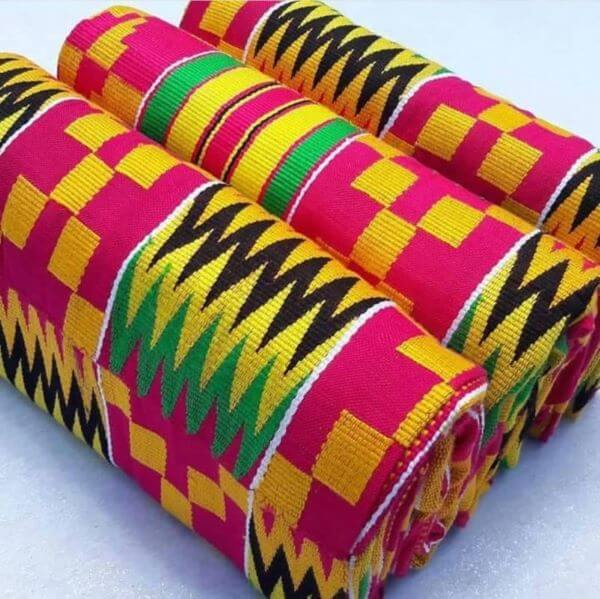 Estampas africanas kente coloridas