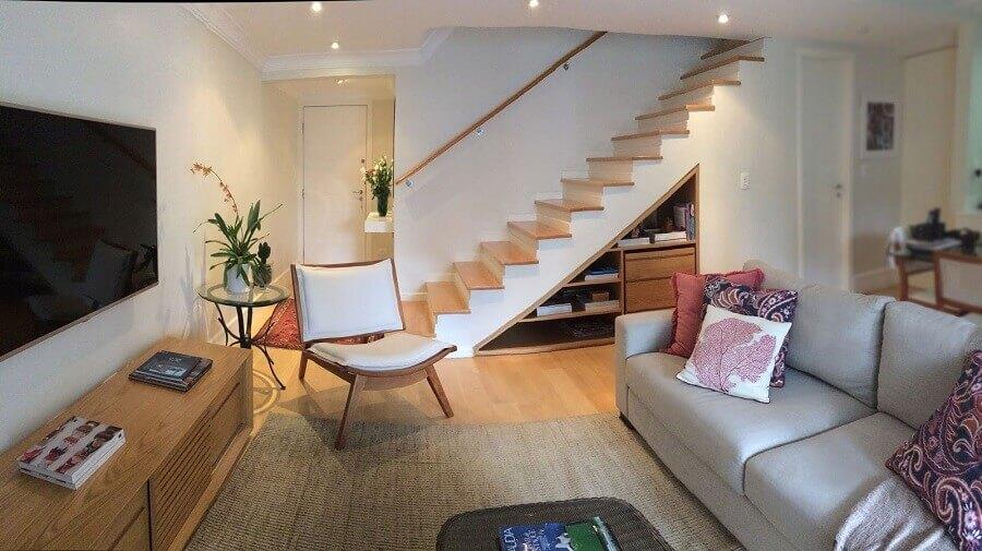 marcenaria inteligente embaixo da escada para sala de estar