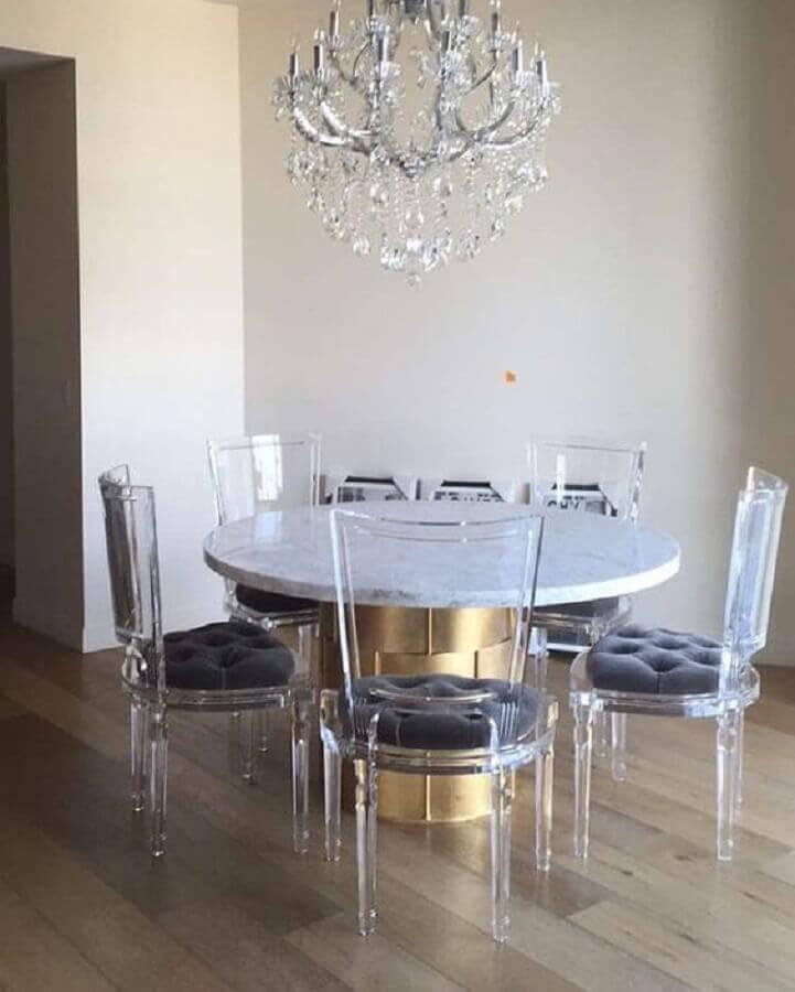 mesa com cadeiras transparentes Foto Curated Interior