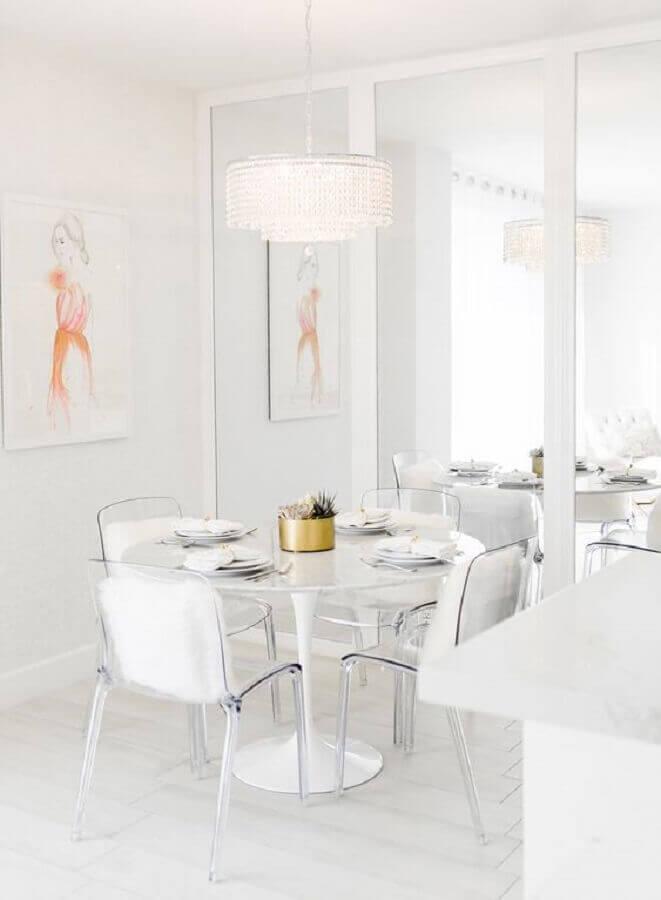 mesa com cadeiras transparentes para sala de jantar minimalista toda branca Foto Pinterest