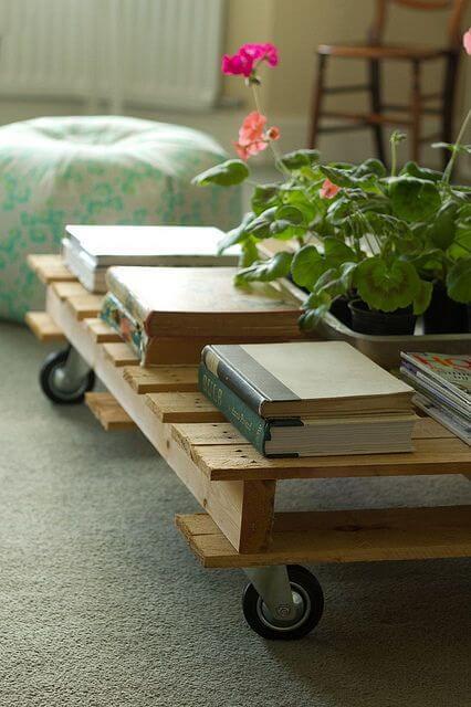 Mesa de centro de pallet na sala de estar