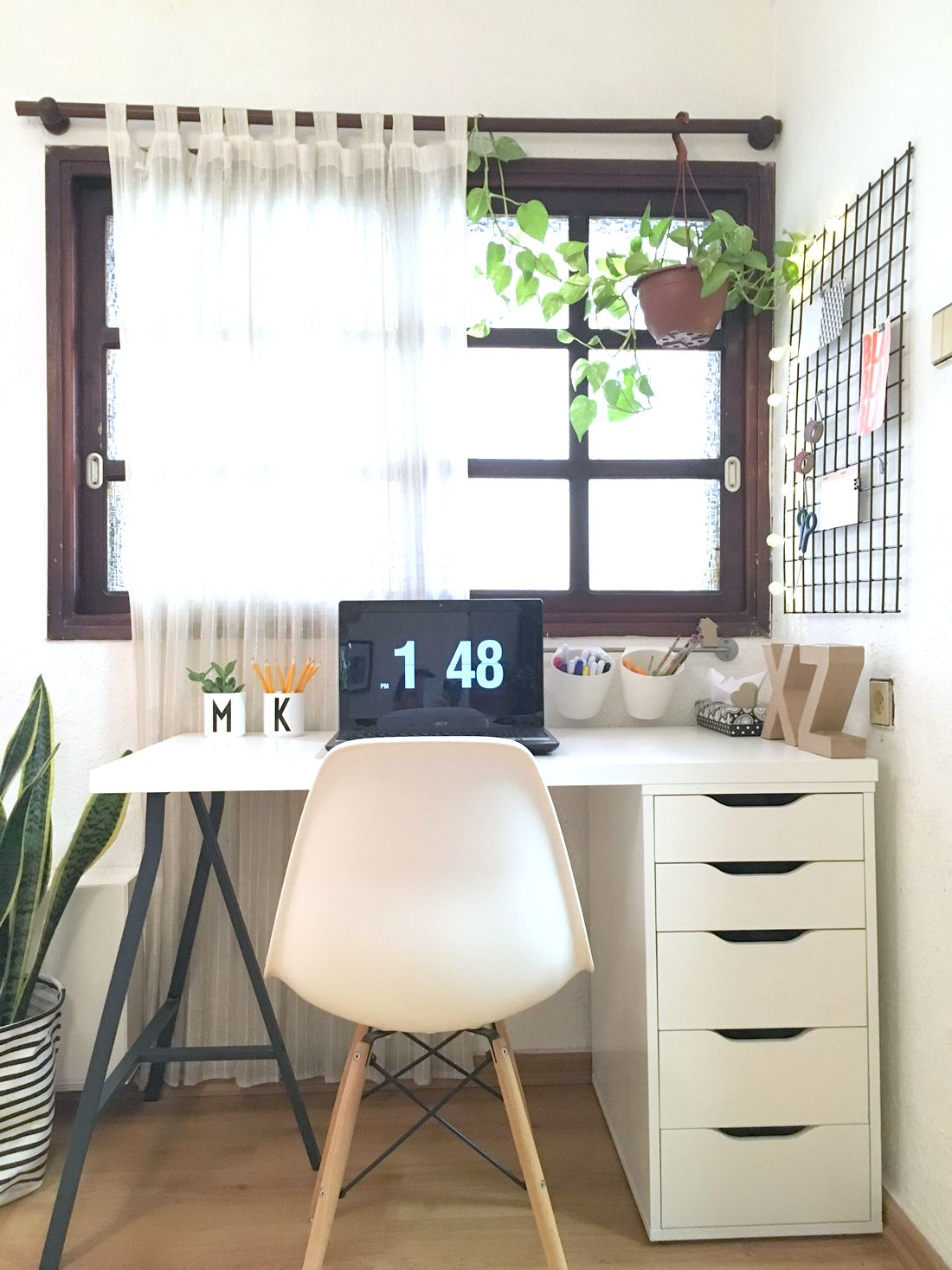 Office desk with drawer