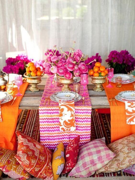 Mesa de jantar rosa e laranja