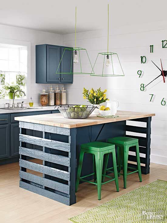 Mesa de pallet na cozinha moderna