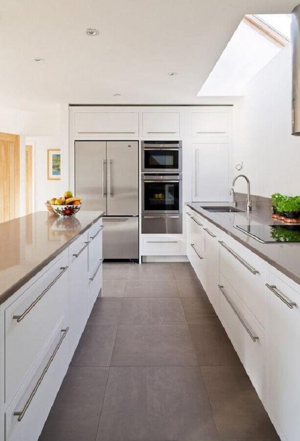 modelo de armário de cozinha completo branco planejado Foto ArchZine