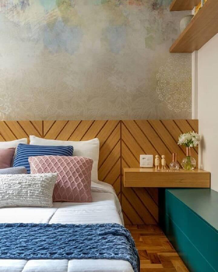 modelos de cabeceira de madeira planejada com prateleira suspensa Foto Pinterest