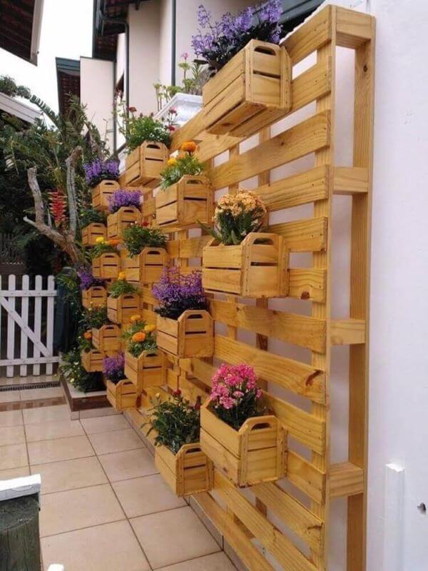 Painel de paletes para jardim vertical