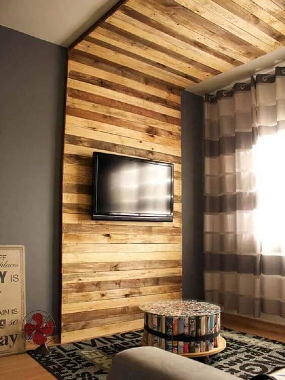 Painel de palete para sala de estar moderna