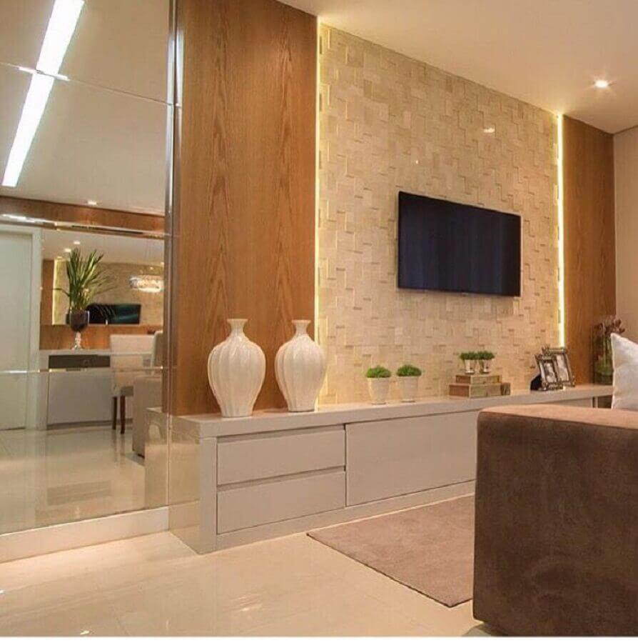 paleta de cores nude para sala de TV decorada com painel 3d Foto Jeito de Casa
