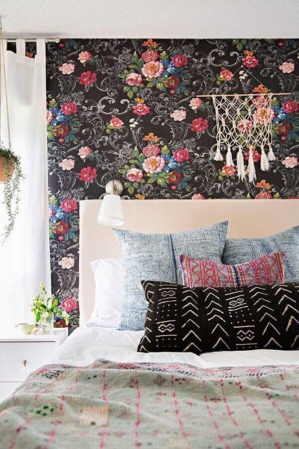 papel de parede para quarto feminino com estampa floral em fundo preto Foto We Heart It