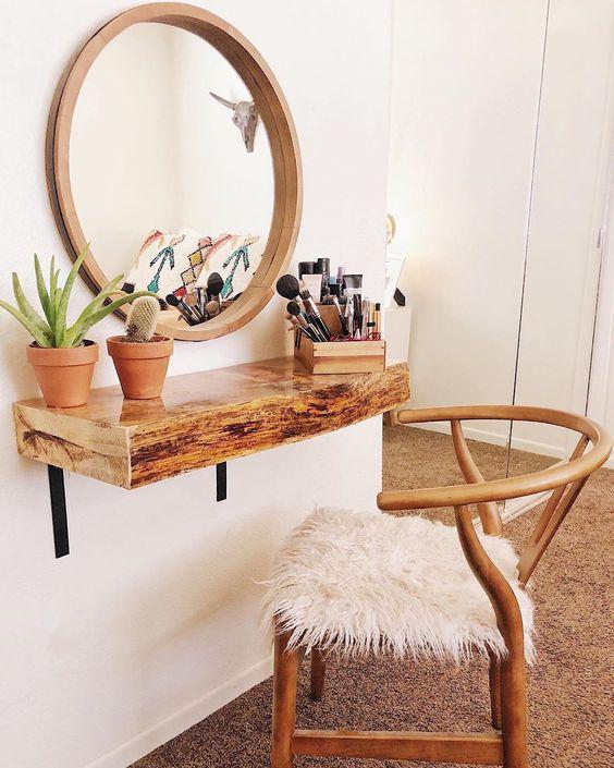 Penteadeira suspensa de madeira