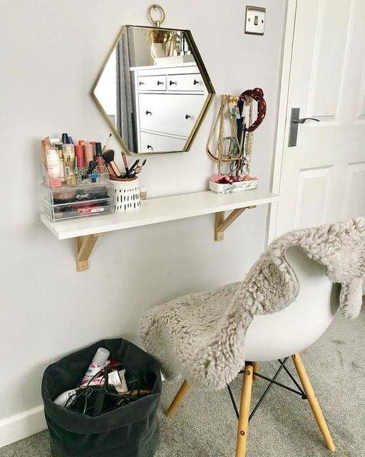 Penteadeira suspensa branca com espelho moderno