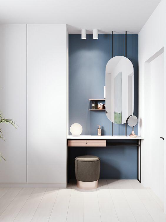 Penteadeira suspensa no quarto moderno
