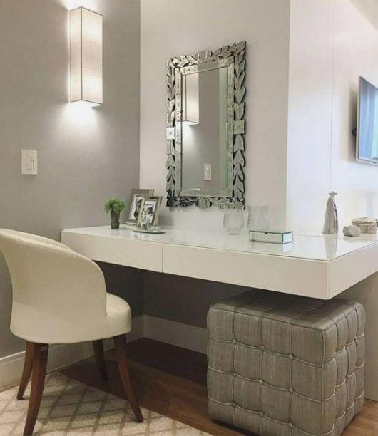 Penteadeira suspensa simples com espelho moderno