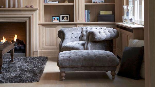 Poltrona chesterfield na sala de estar