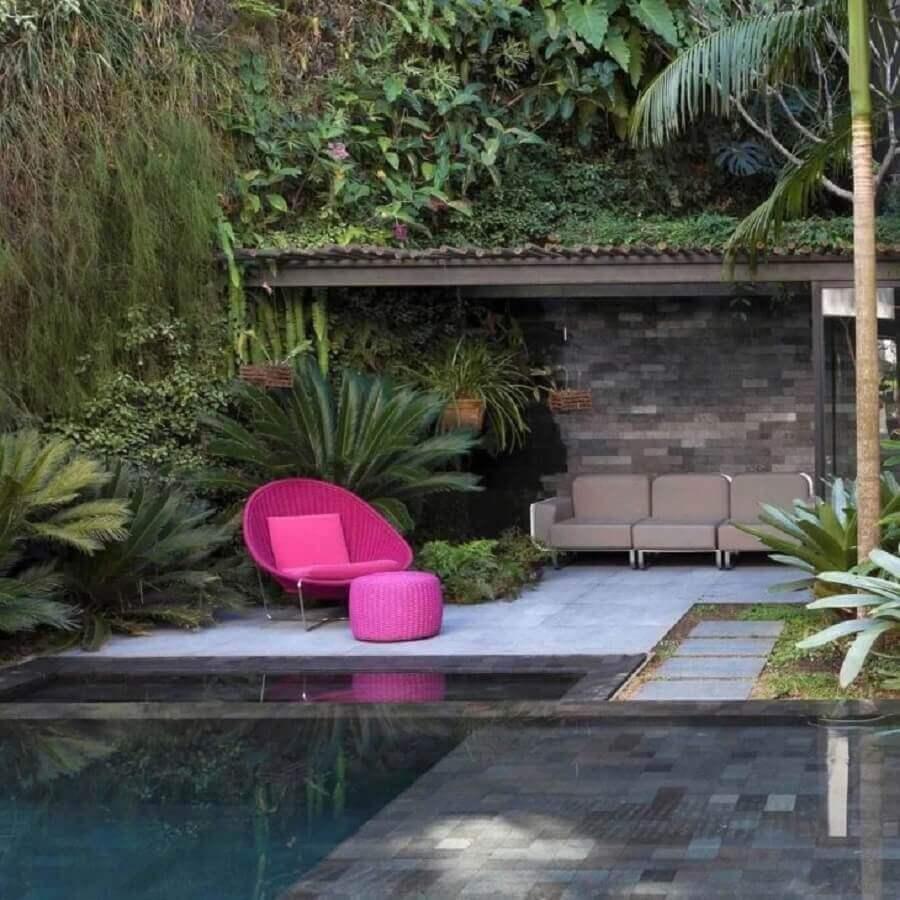 poltrona cor de rosa para decoração de jardim moderno Foto Elkis Paisagismo