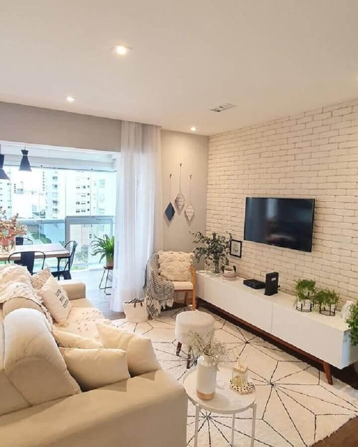 poltrona para sala pequena decorada com parede de tijolinho branco Foto Pinterest