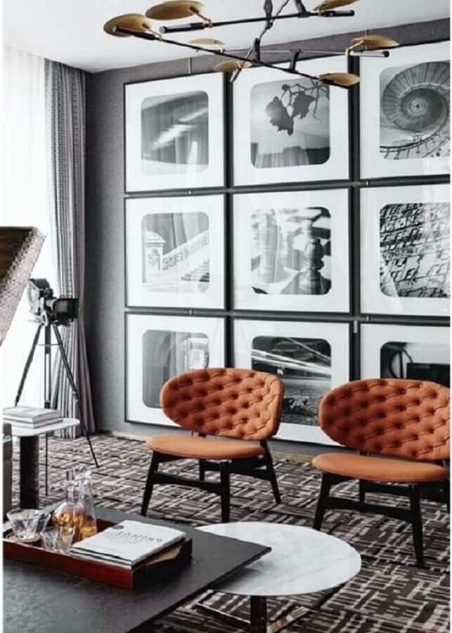 poltronas decorativas para sala cinza moderna com parede de quadros Foto Futurist Architecture