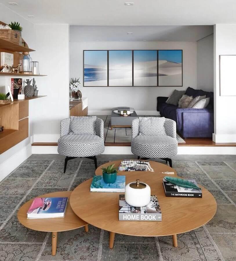 poltronas decorativas para sala de estar com tecido estampado Foto Arquitetura Dudi Duarte