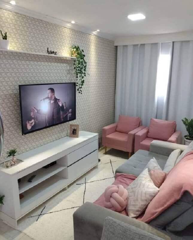 poltronas para sala de TV pequena decorada com detalhes cor de rosa Foto Pinterest