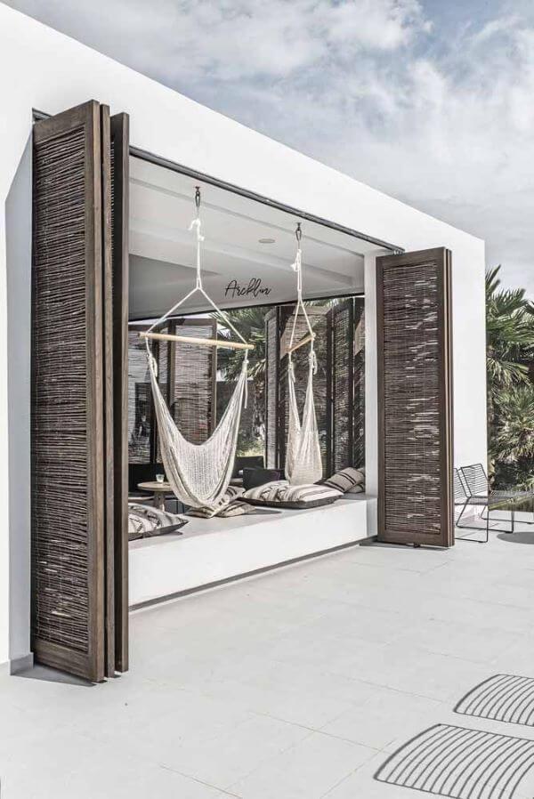 Casa rustica com porta sanfonada madeira