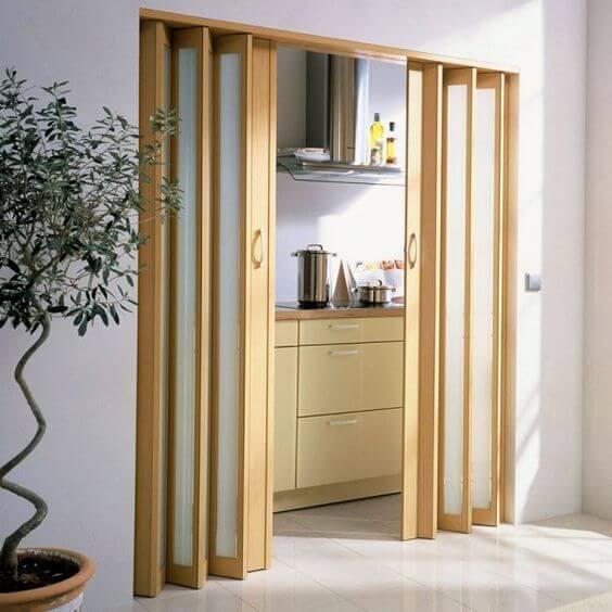 Porta sanfonada na cozinha