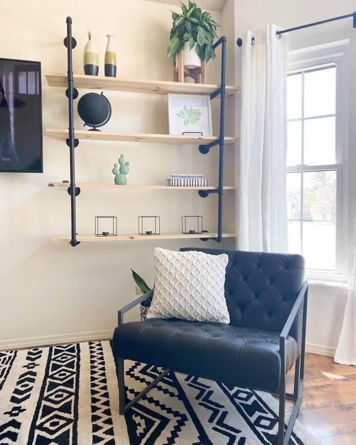 prateleira industrial para sala Foto Blonde Cactus Interiors