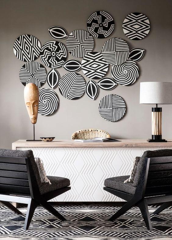 Escritório com estampas africanas preto e branco