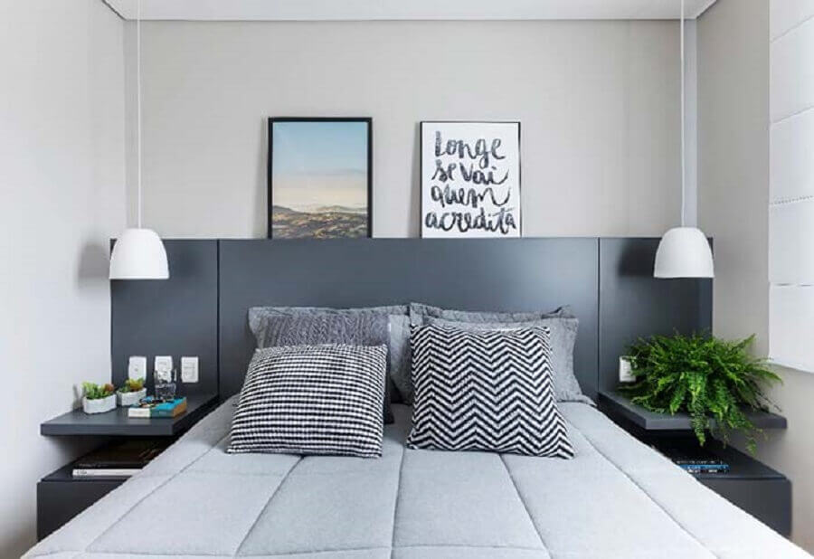 quarto de casal decorado com cabeceira planejada cinza Foto Pinterest