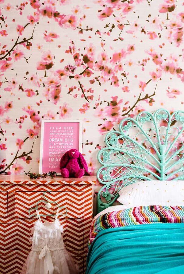 quarto decorado com papel de parede cor de rosa floral Foto Houzz