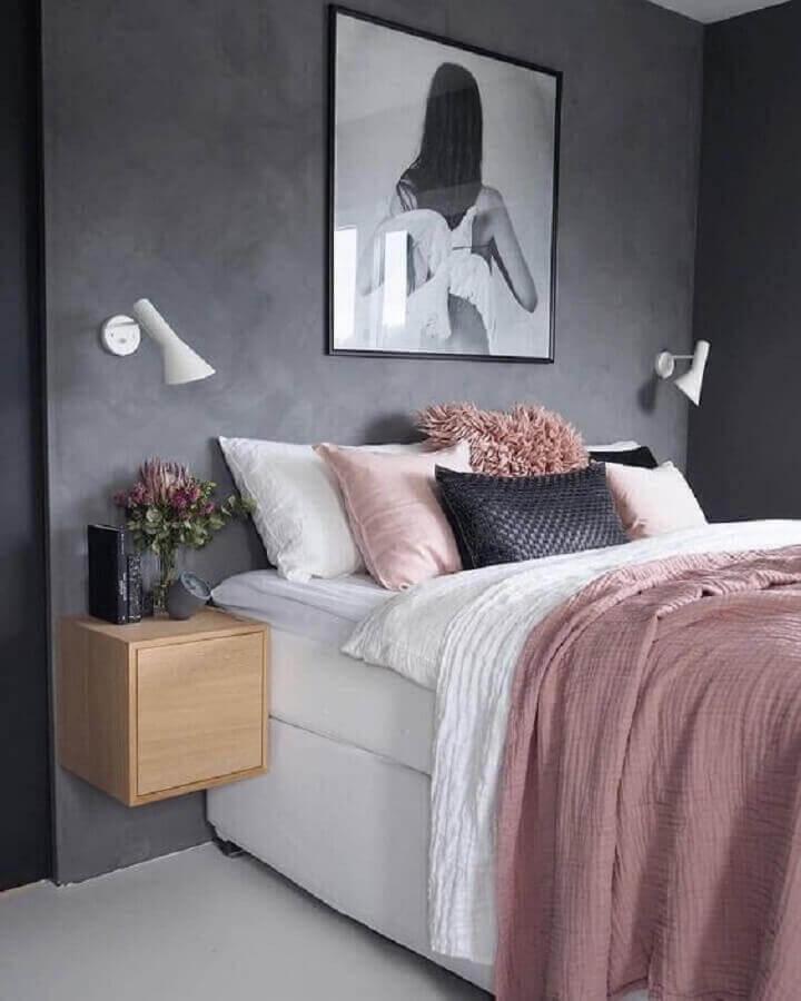 quarto feminino moderno decorado com roupa de cama cor de rosa antigo e parede de cimento queimado Foto Pinterest