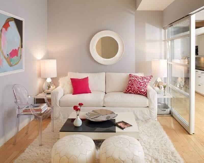 sala de estar decorada com cadeira ghost transparente com braço Foto Pinterest
