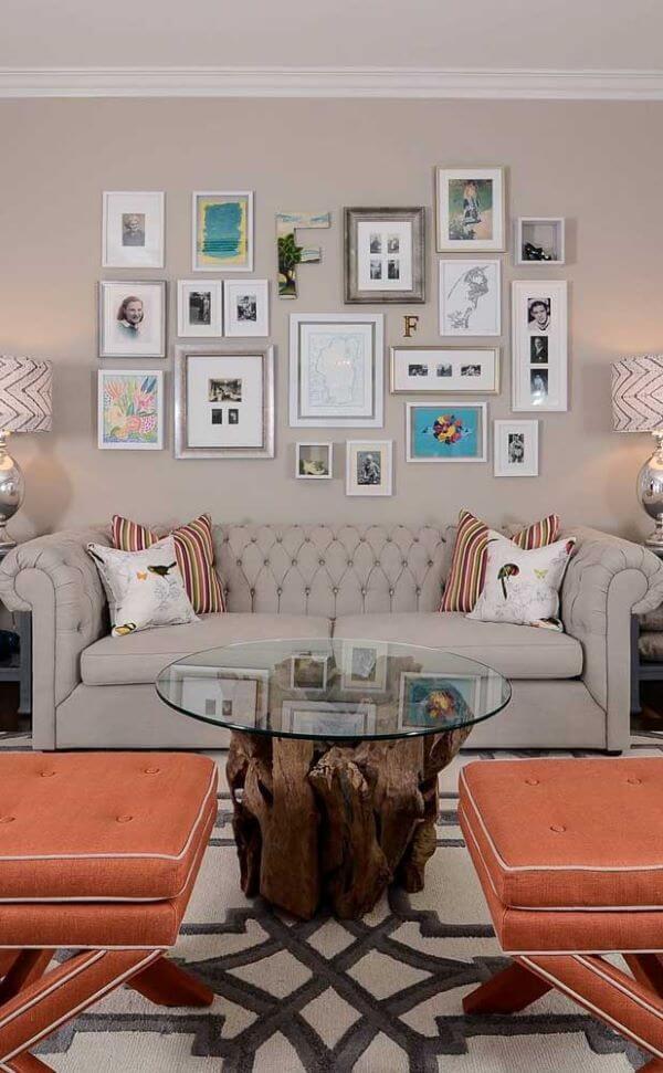 Sala de estar moderna em tons claros