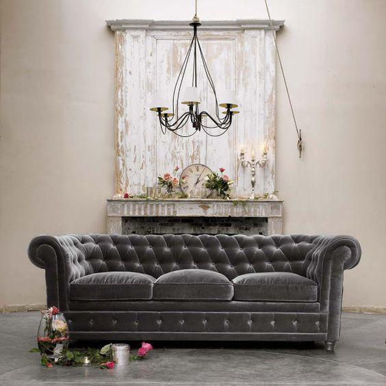Sofá chesterfield veludo na cor cinza