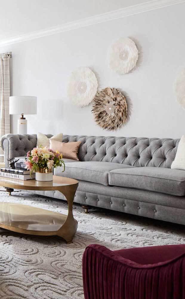 Aposte no sofá chesterfield para ter uma sala linda