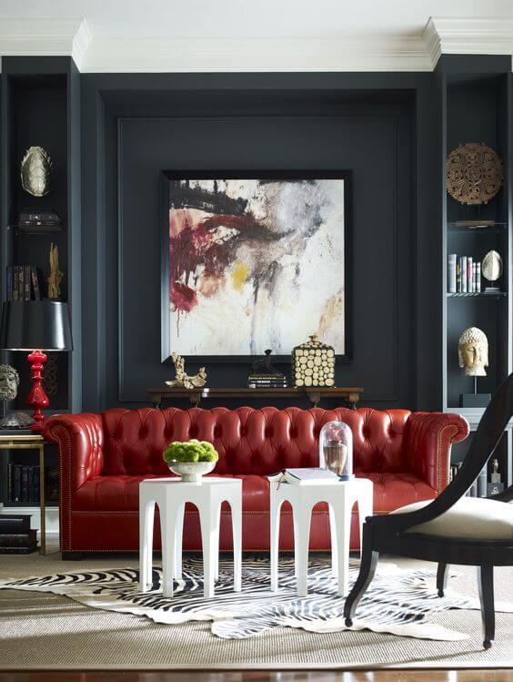 Aposte no sofá vermelho para decorar sua casa moderna