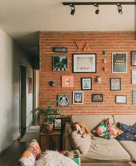 Tijolinho a vista na sala de estar moderna