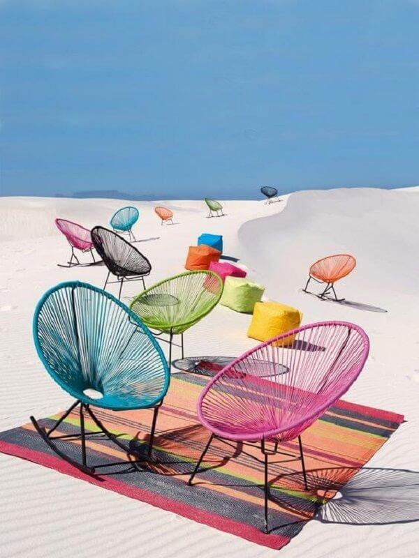 É possível encontrar diversos modelos de cadeira de corda acapulco