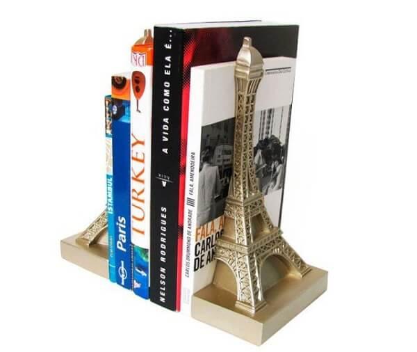 A Torre Eiffel foi usada como aparador de livros