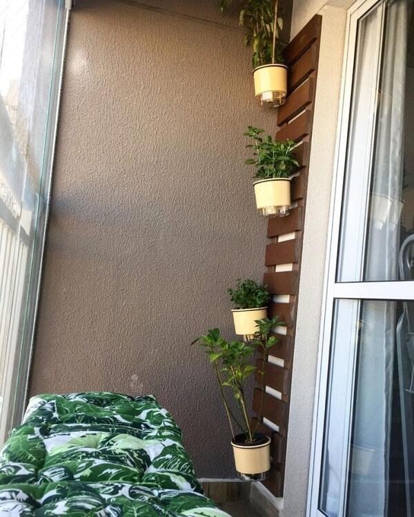 A floreira de parede é versátil e pode ser fixada em diferentes ambientes
