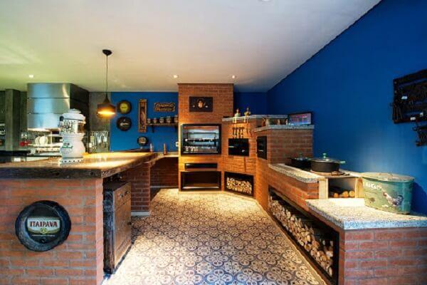 A iluminação faz toda a diferença na decoração área gourmet rustica