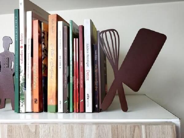 Aparador de livros criativos para as receitas