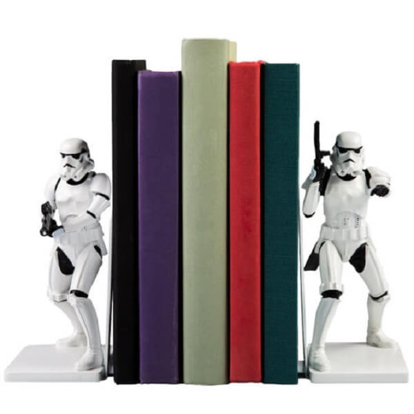 Aparador de livros geek para os amantes do filme Star Wars