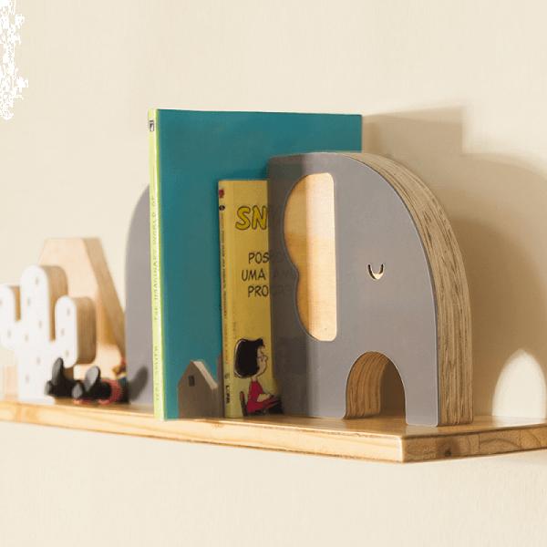 Aparador de livros infantil com desenho de elefante