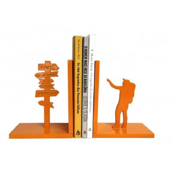 Aparador de livros para quem é mochileiro